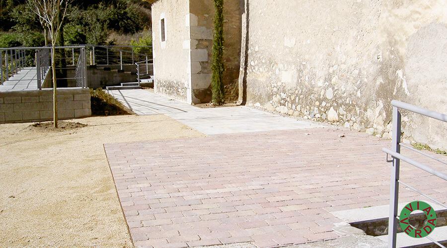 Ajuntament de Bescanó. Adequació entorn, jardineria